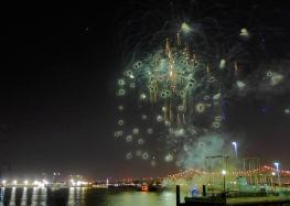 22 twelfth night fireworks mississippi river new orleans