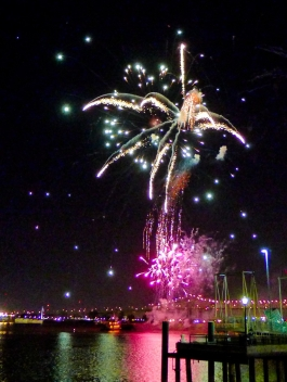 26 twelfth night fireworks mississippi river new orleans