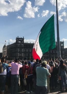 28 mexico city zocalo flag change