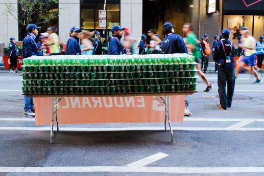 07 chicago marathon gatorade stand