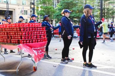 08 chicago marathon water stand