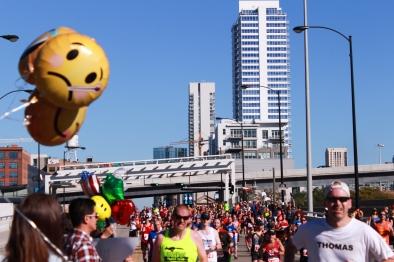 25 emoji balloons chicago marathon