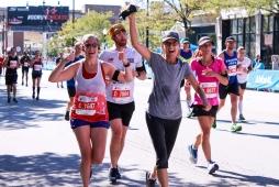 32 mom & katy chicago marathon
