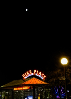 18 pike place at night half moon halloween 2017