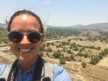 20 teotihuacan pyramid of the sun +moon selfie