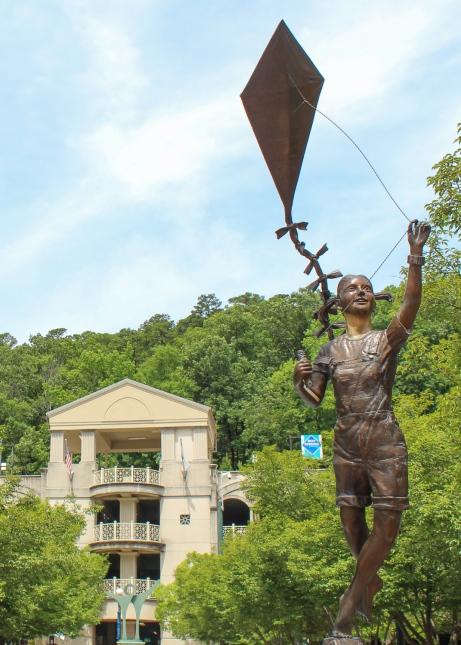 17 hot springs arkansas kite girl statue