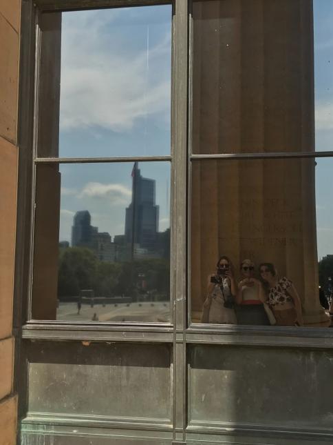 15 philadelphia museum of art reflection selfie