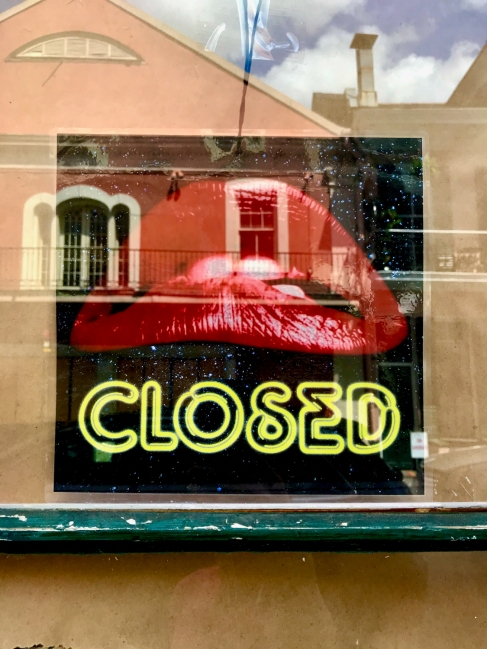 34 french quarter quarantine empty city closed lips sign