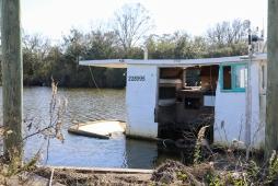40-sinking-hopedale-houseboat
